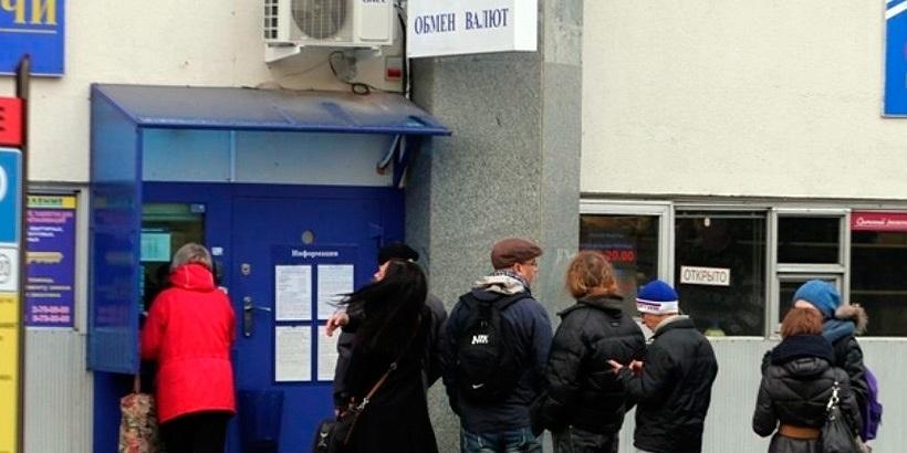 В марте белорусы снова продали больше валюты чем купили