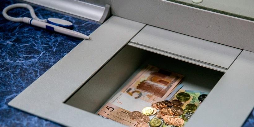 Беларусбанк отложил ввод комиссии при оплате наличными до 1 октября