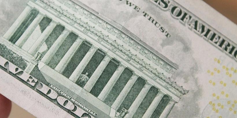 Летом белорусы продали валюты на $235 млн больше, чем приобрели