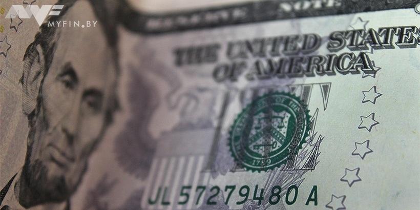 Ксередине весны белорусы продали валюты на216 млн долларов больше, чем приобрели