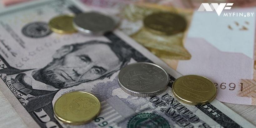 Загод белорусы продали валюты на $1,7 млрд больше, чем приобрели