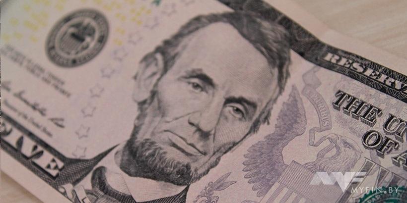 ЦБ проинформировал официальные курсы доллара иевро