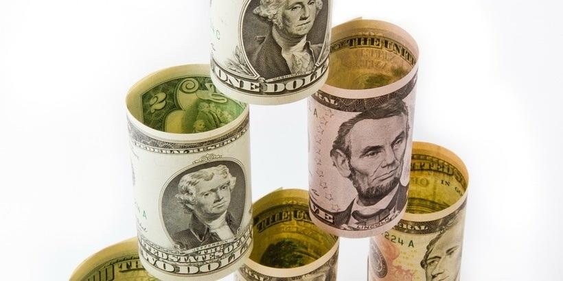 Прогноз по курсам валют: доллар и евро немного снизятся