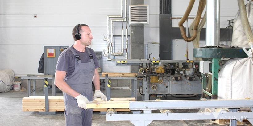 Сколько платят белорусам на производстве мебели для IKEA и заводе медпрепаратов: репортаж из Борисова