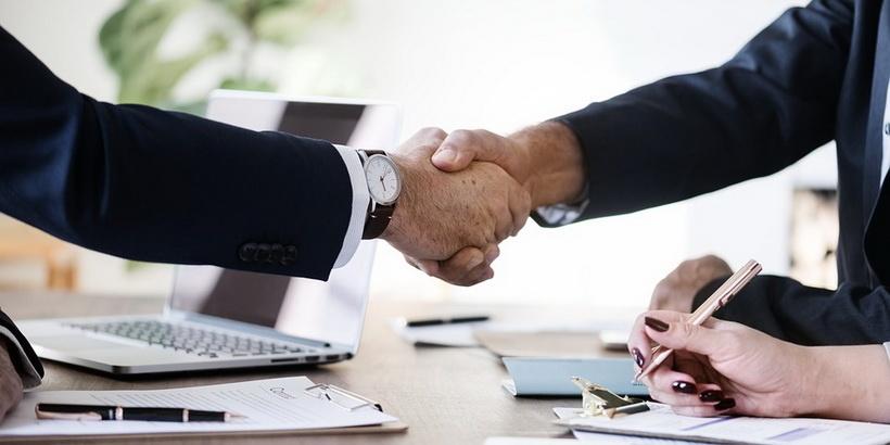 Больше денег на руки и внезапное увольнение: чем хорош и чем плох договор подряда