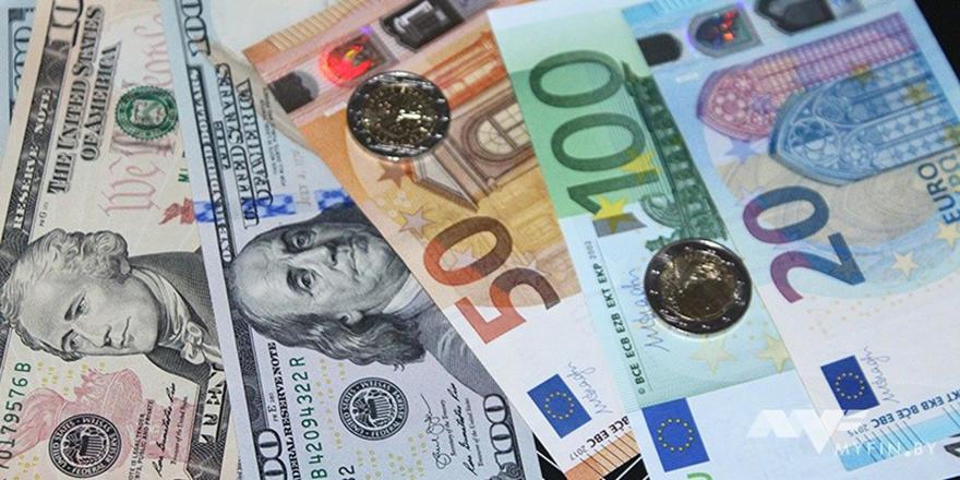 Белорусы за 11 месяцев продали валюты на $640,8 млн больше, чем купили