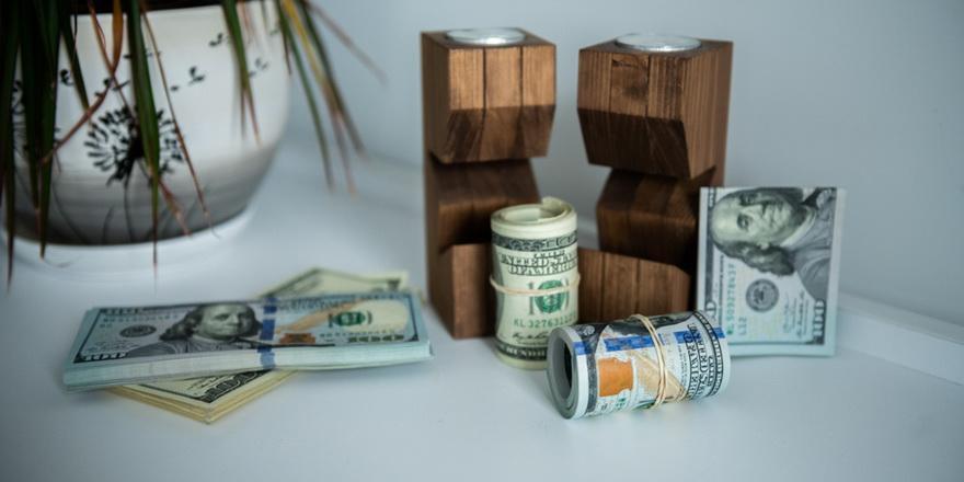 Сберегательное поведение белорусов: наличку предпочитают хранить в валюте, вклады — в рублях