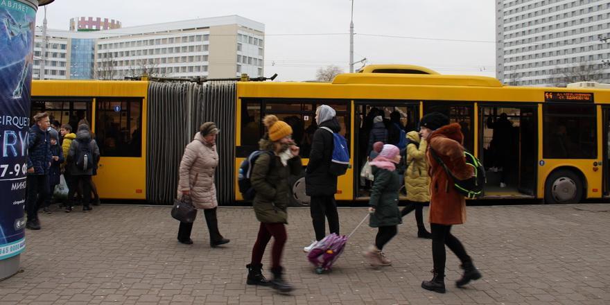 Голода не боимся, доллары пока не сдаем: как белорусы готовятся к новому обвалу экономики