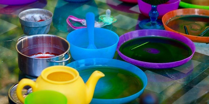 МАРТ показал список пластиковой посуды, которую запретят в общепите